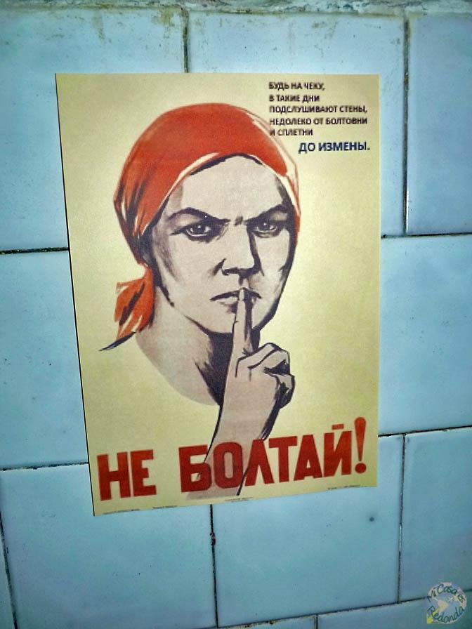 A callar y a currar! Dentro del bunker, cerca de Ligatne