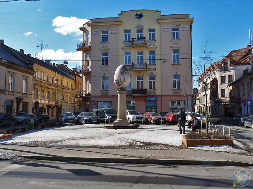 Estatua del huevo, en la parte oeste de Vilnius