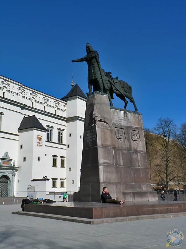 Estatua de Gedimidas, plaza de la catedral, Vilnius