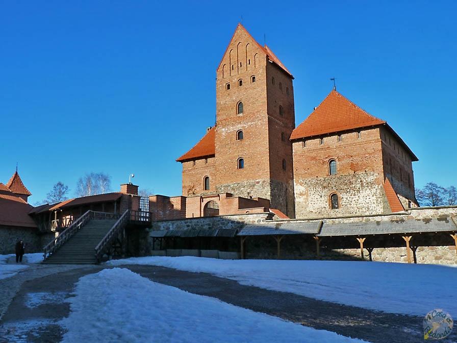 Patio exterior del Castillo de Trakai