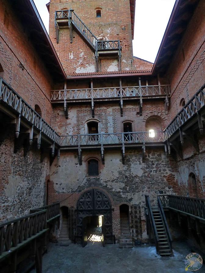 Patio interior del castillo de Trakai