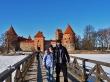 En la pasarela encima del lago, Trakai