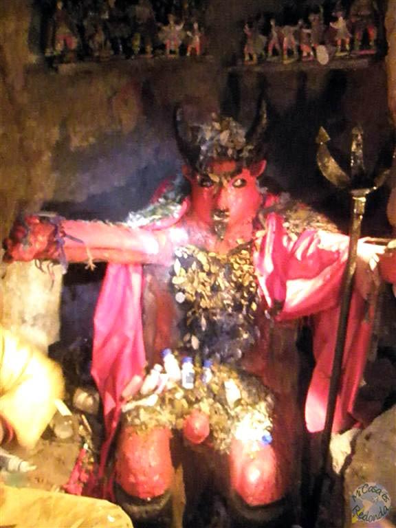 El tío, el demonio que protege a los mineros de Potosí