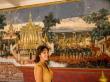 Con los murales del Palacio Real