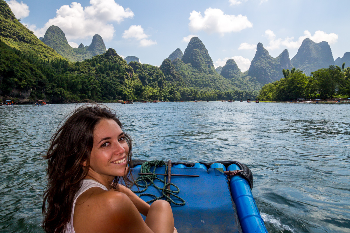 Féliz y sonriente, río Li