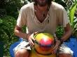 Feliz con mi tucán en Tortuguero