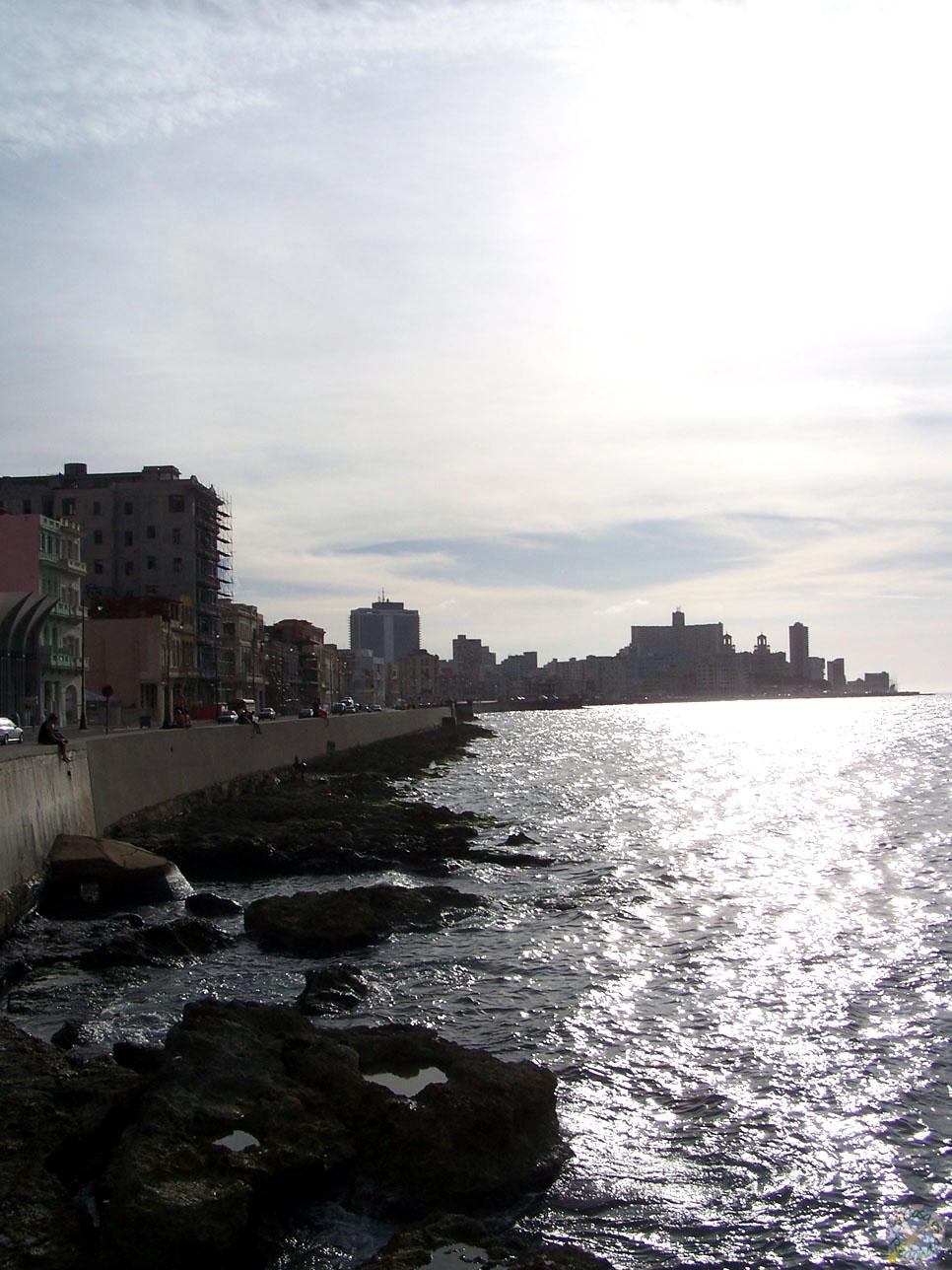 El Malecón habanero