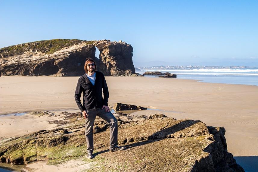 Alberto en la Playa de las Catedrales