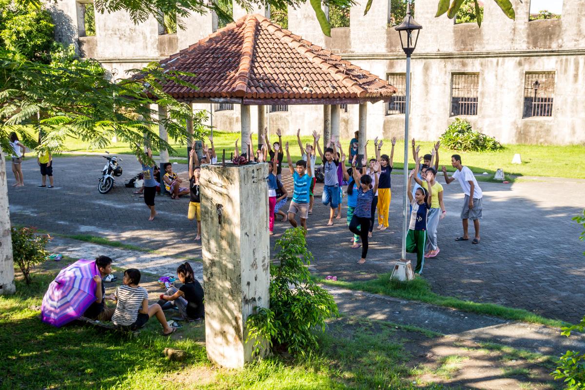 Les encanta bailar! Manila