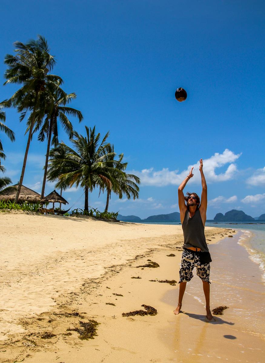 Calculando la energía potencial del coco, las Cabanas, El Nido