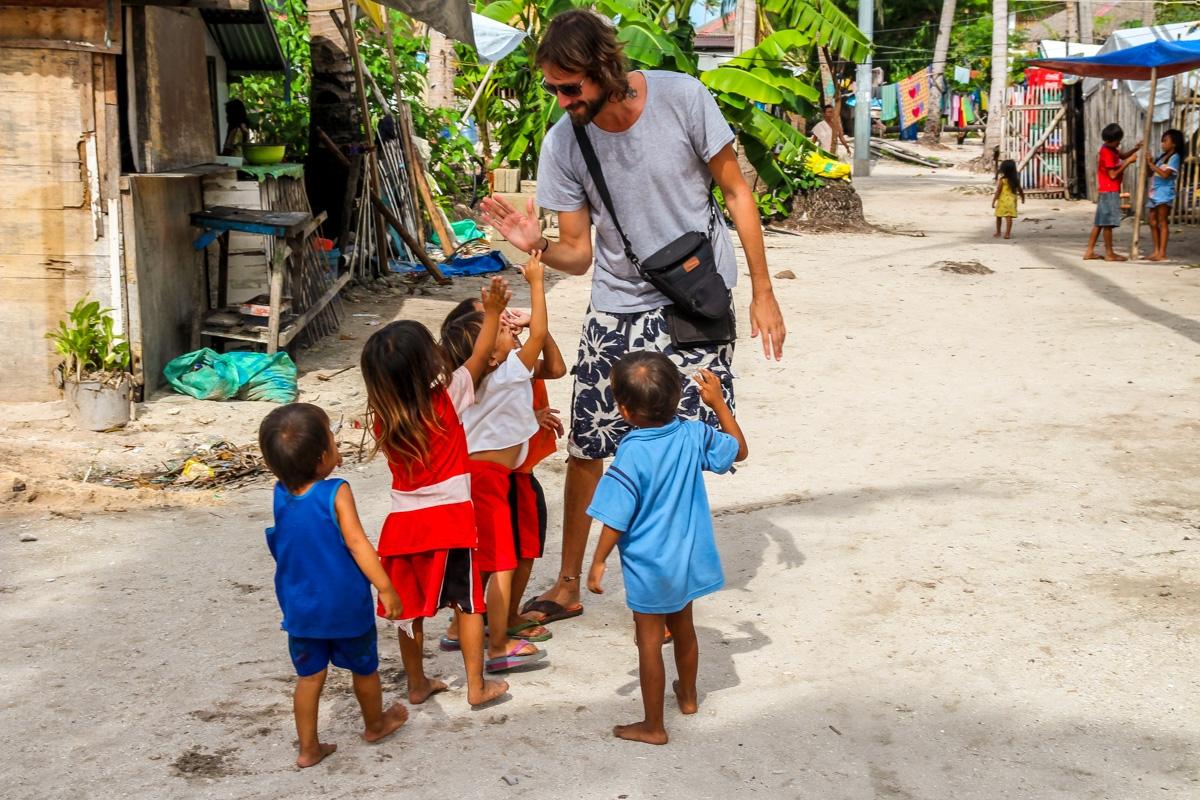 Ataque de niños! Malapascua