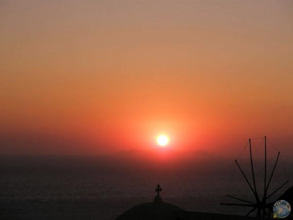 Atardecer sobre el Egeo en Oia, Santorini