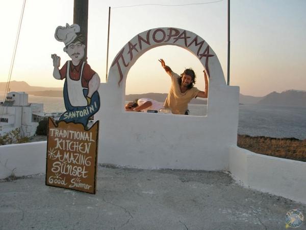 Otro atardecer más en Santorini, y otra vez haciendo el idiota