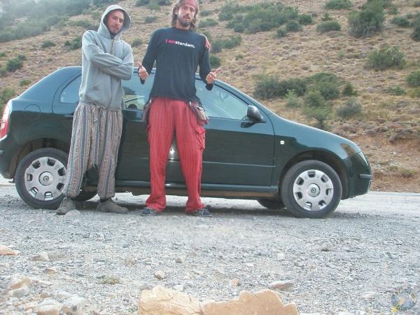 Pelados de frío después de dormir en nuestro coche, Creta