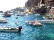 Pequeño puerto de pescadores en el Egeo