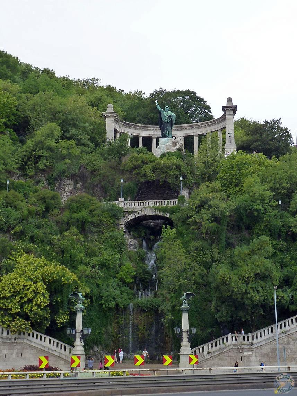 Monumento en la colina Gellert