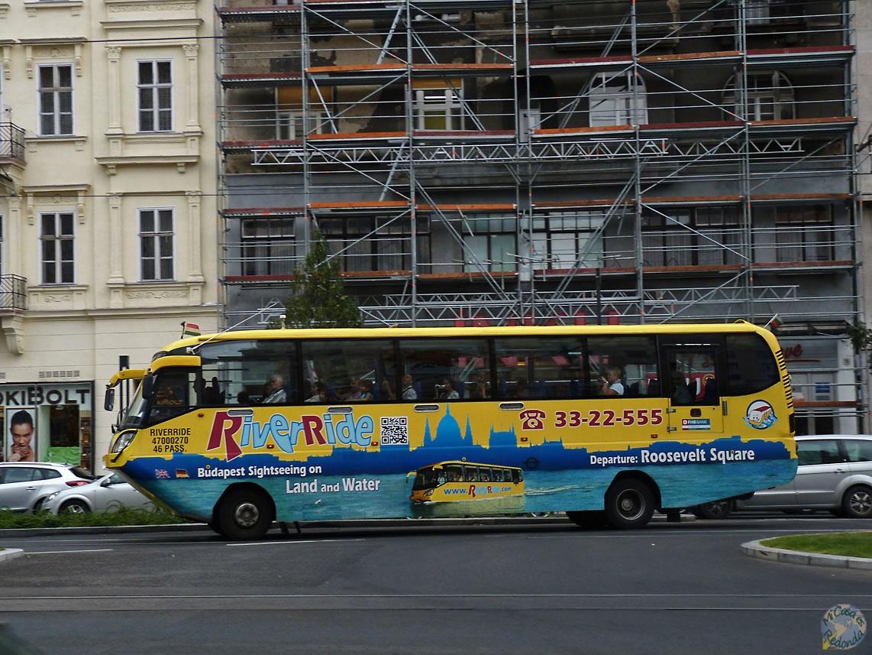 Autobús anfibio! Parece de coña, pero al parecer es cierto