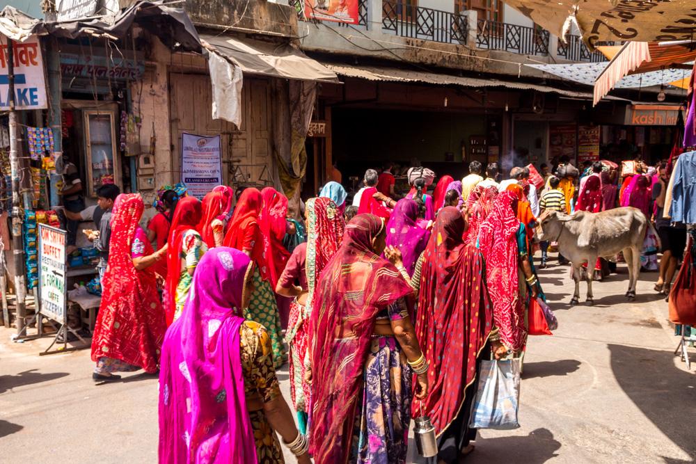 Procesión de fieles en Pushkar