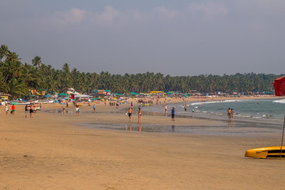 La marea baja hace la playa amplia. Palolem, Goa