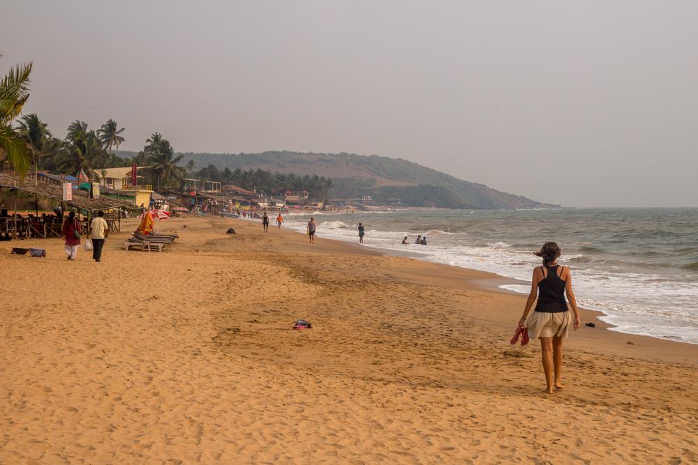 Paseando por la playa de Anjuna, Goa