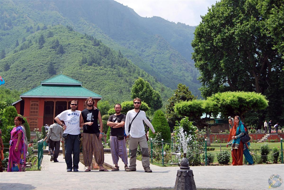 En los jardines de Srinagar