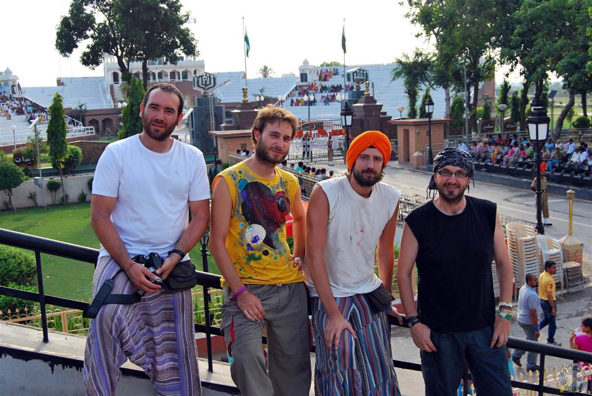 Grada Paquistaní vacía en la frontera, así que nos pusimos para la foto