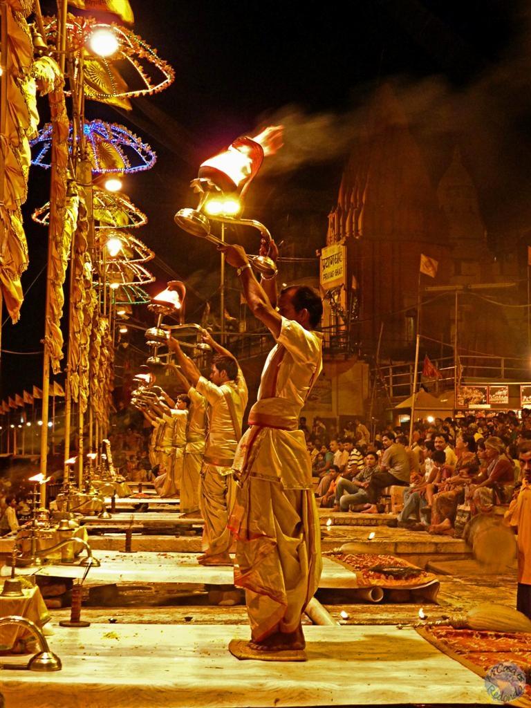 Ceremonia a orillas del Ganges