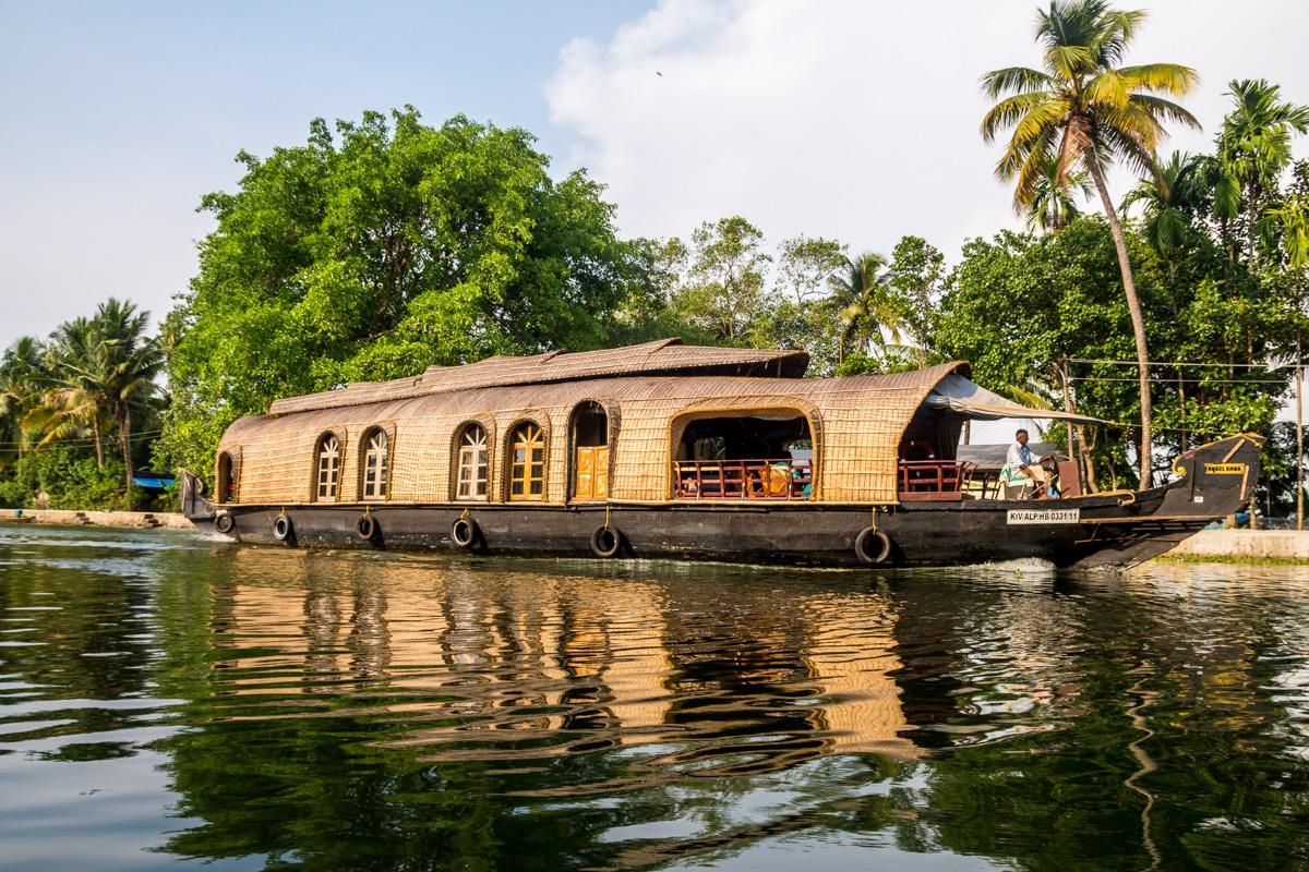 Las barcas parecen hechas por los elfos, Backwaters de Alepey