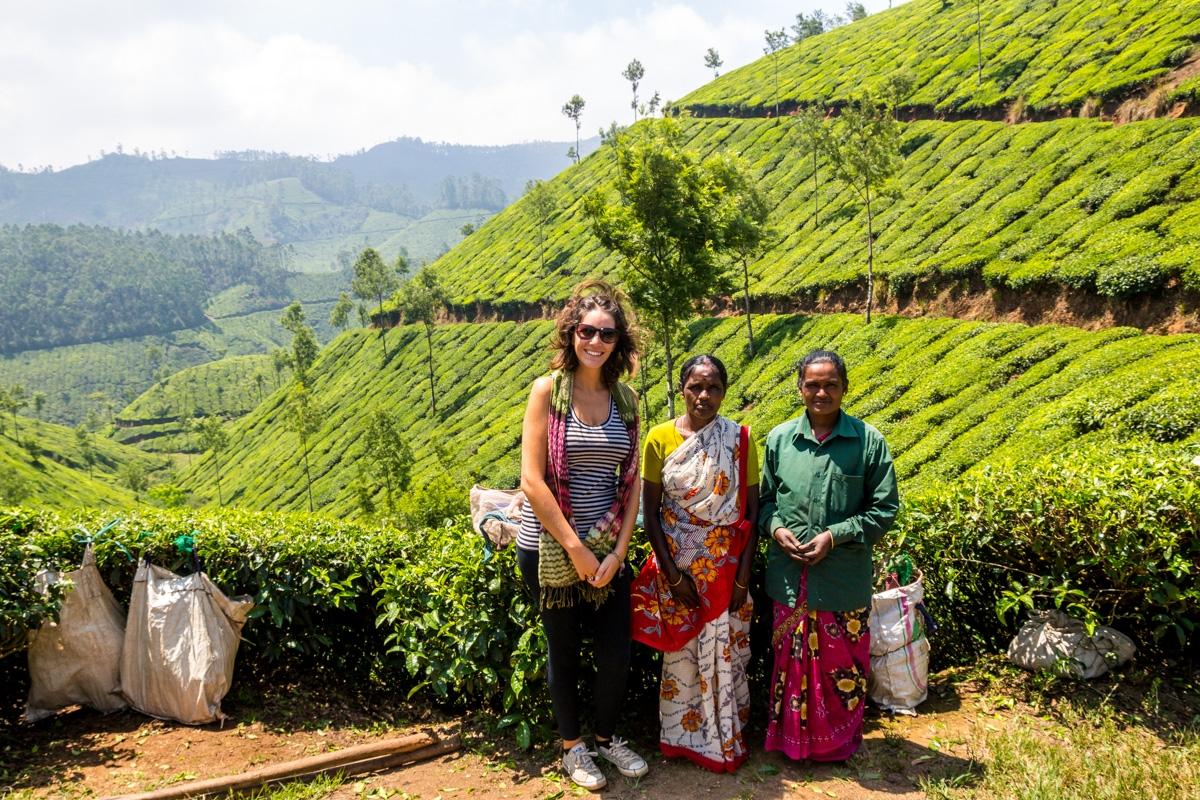 Carol con las trabajadoras del té en Munnar