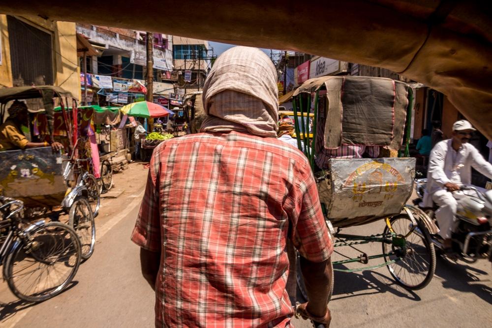 A lomos de una bici por las calles de Varanasi