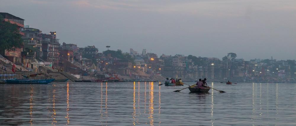 Amaneciendo en la barca, Varanasi