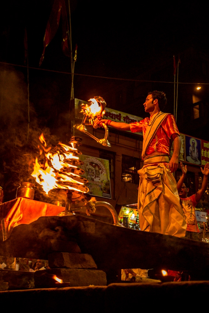 Ceremonia junto al Ganges, Varanasi