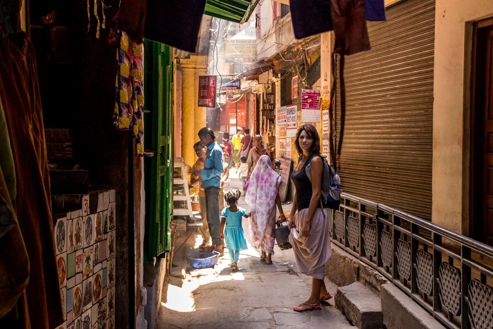 Paseando entre las callejuelas de la vieja Varanasi