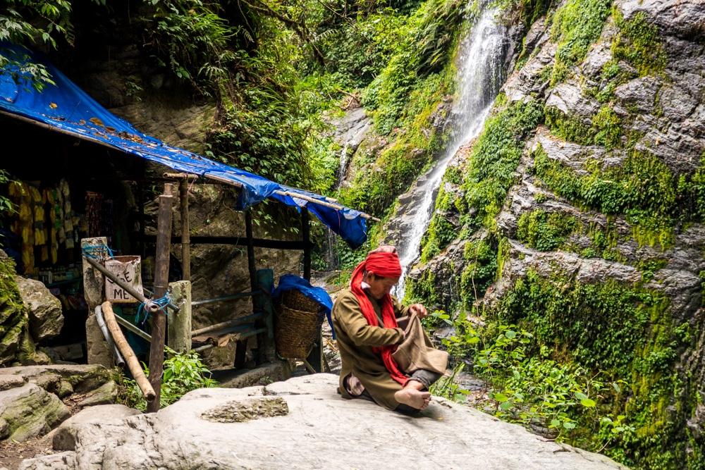 Lugareño entre el verde y las cascadas, Sikkim