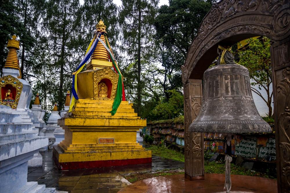 Campanas y stupas en Tashiding