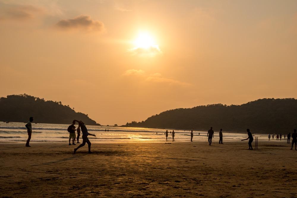 Por la tarde la playa rebosa cricket. Palolem, Goa