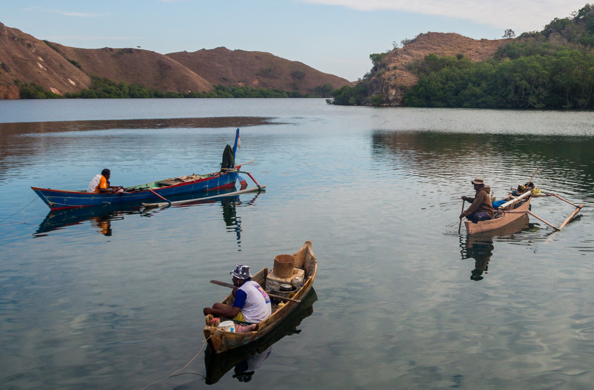 Barqueros en Komodo Island