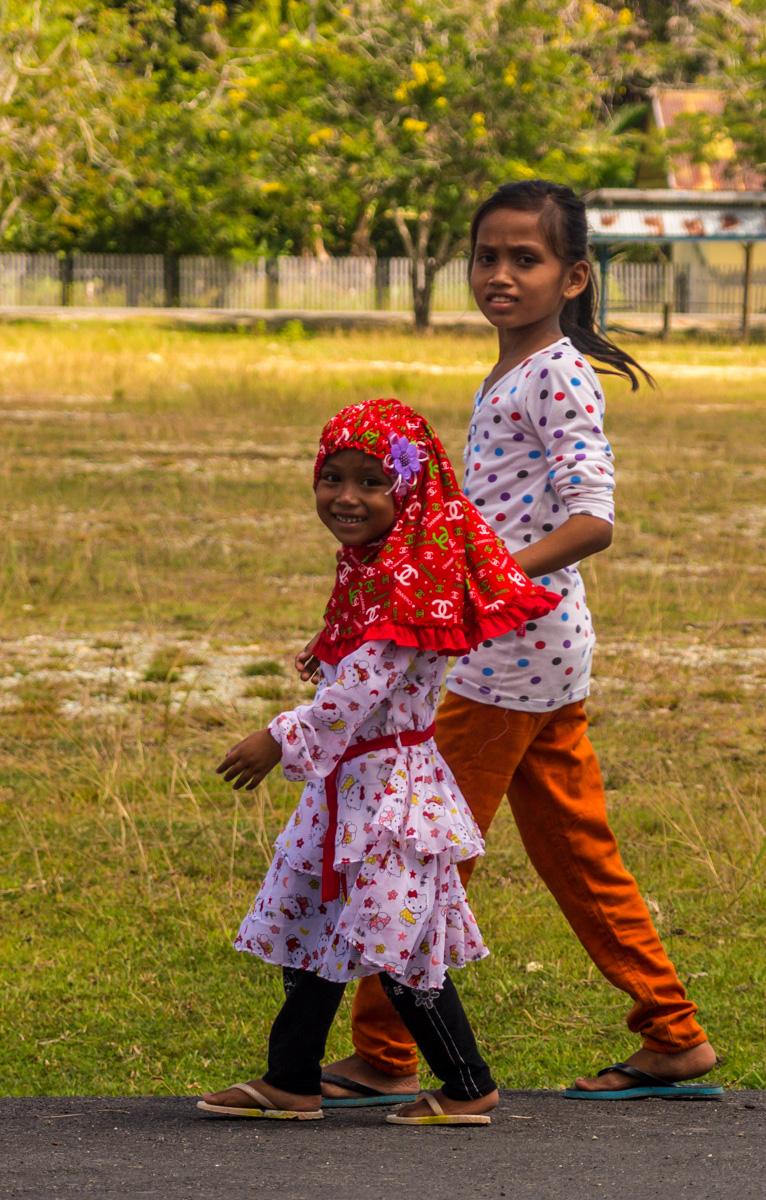 Niñas indonesias en Wakai, Togean