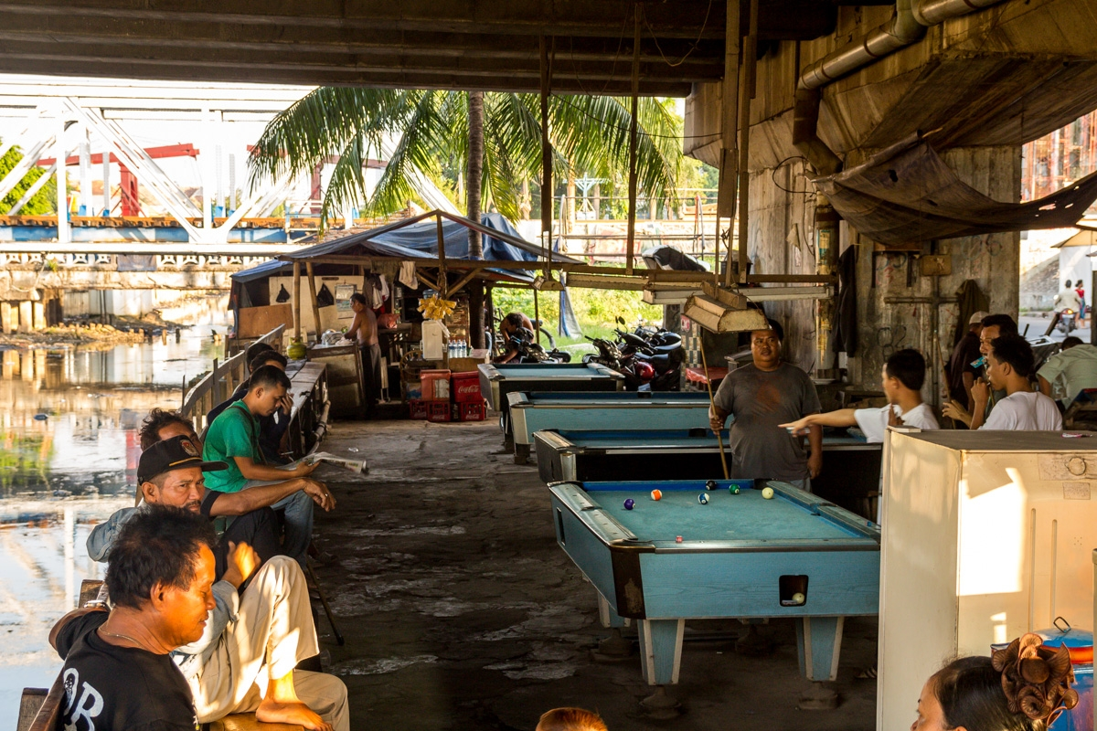 Billares debajo de un puente, Yakarta