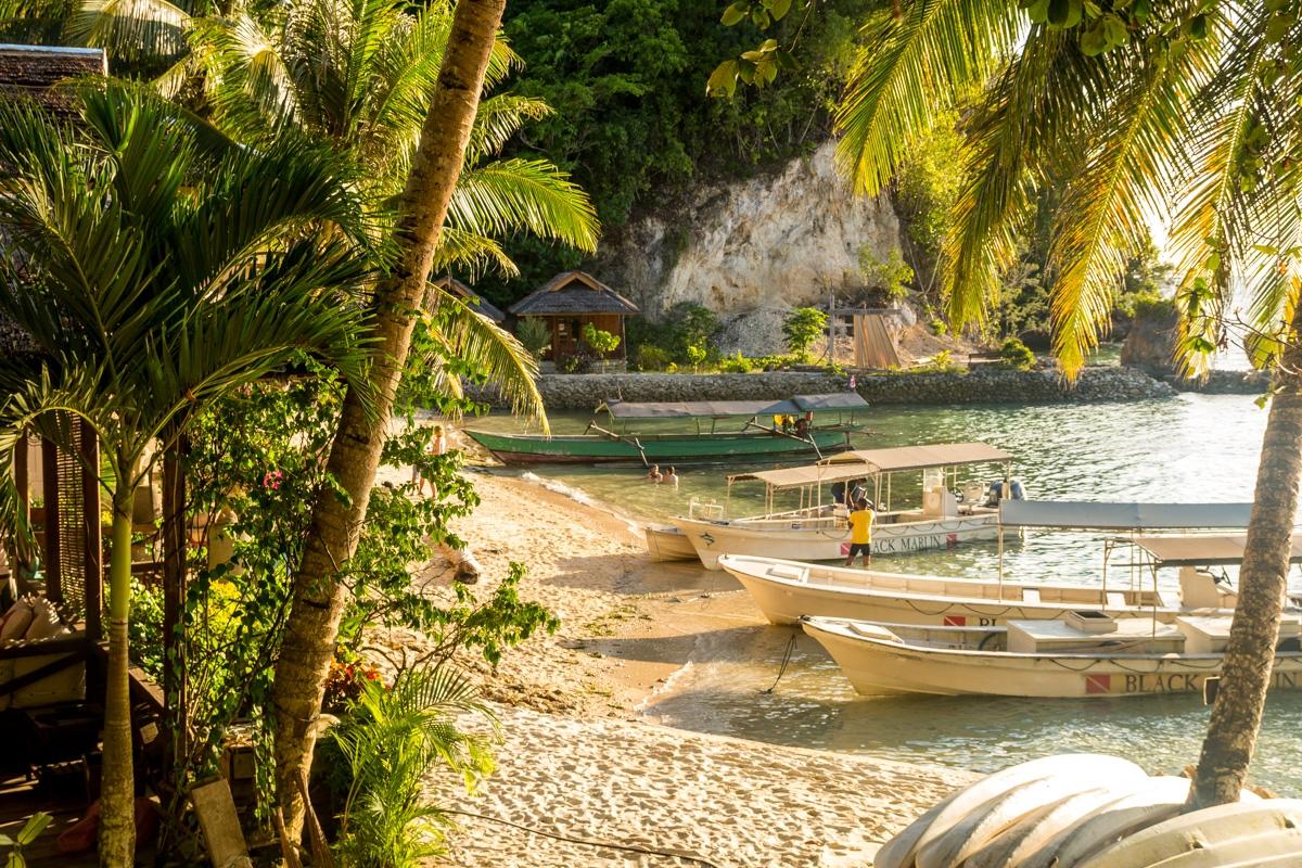 Barcas preparadas para el buceo, Togean Islands, Sulawesi