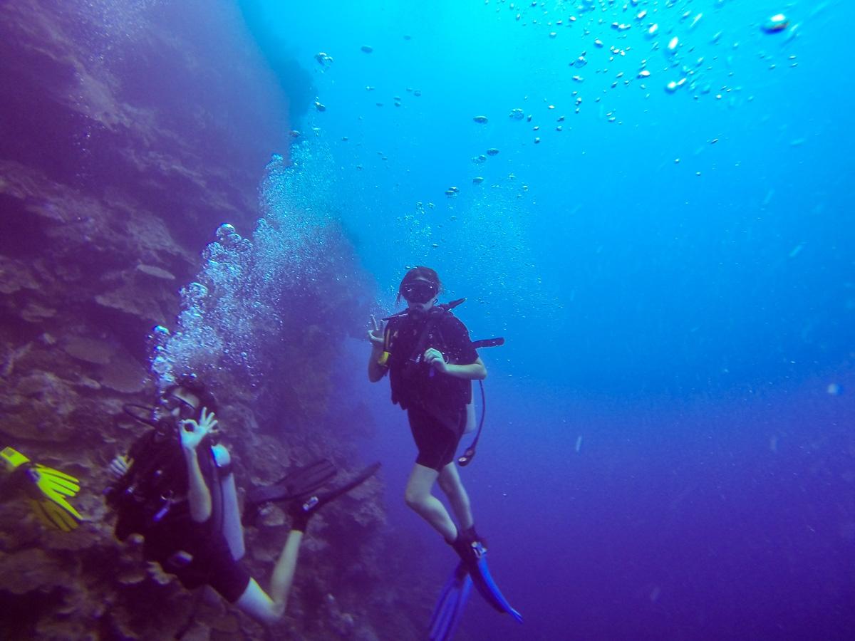 Buceando en Una-Una, Togean, Sulawesi (cortesía de Juan)