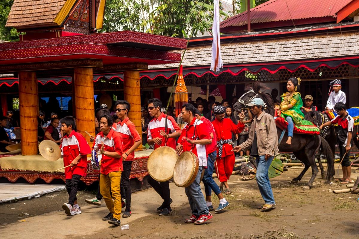 Parece una charanga pero es un funeral, Tana Toraja