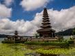 Templo de Bedugul junto al lago, Bali