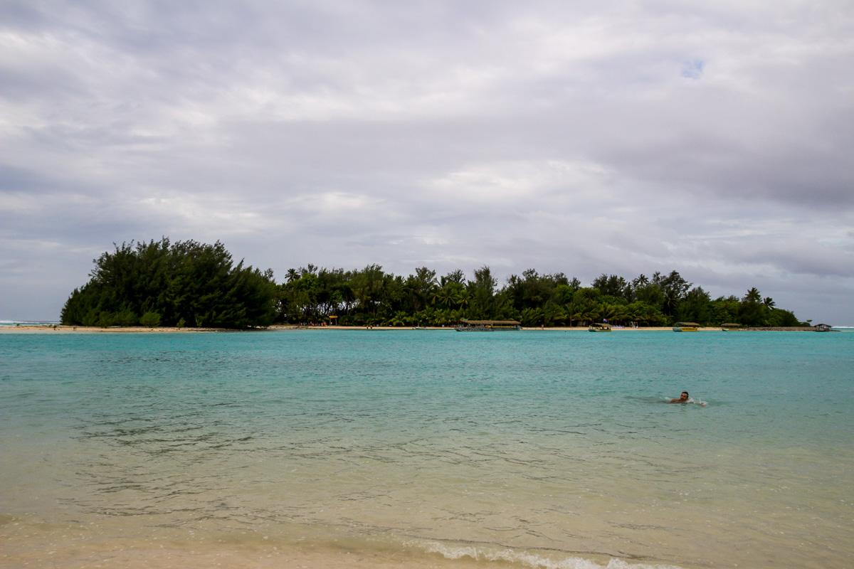 El motu de enfrente, en Muri Lagoon, Islas Cook