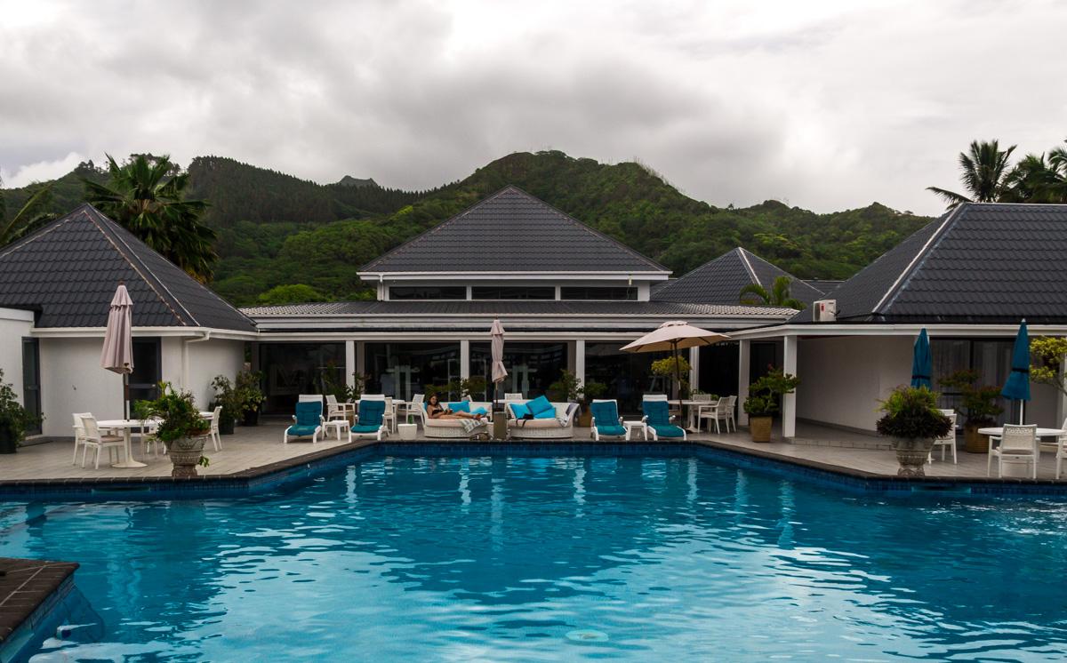 La piscina, con el monte de la isla, islas Cook