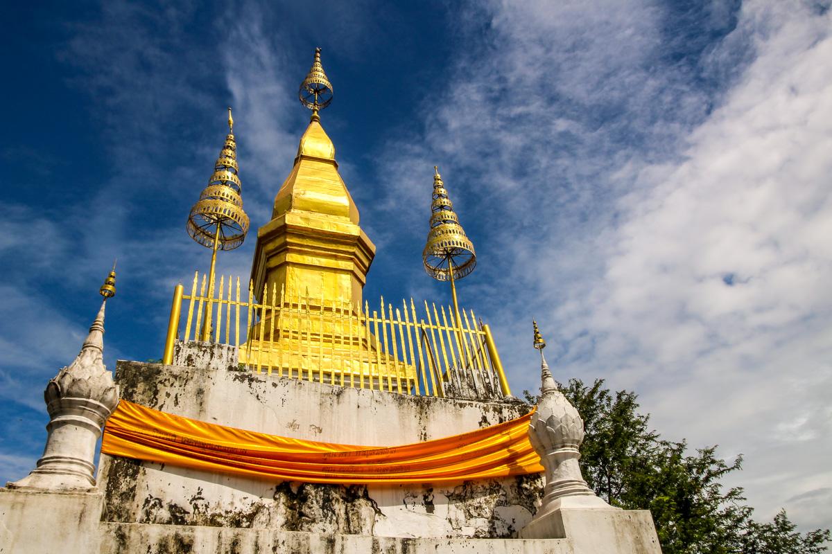 La stupa de That Chompsi, en el Phusi