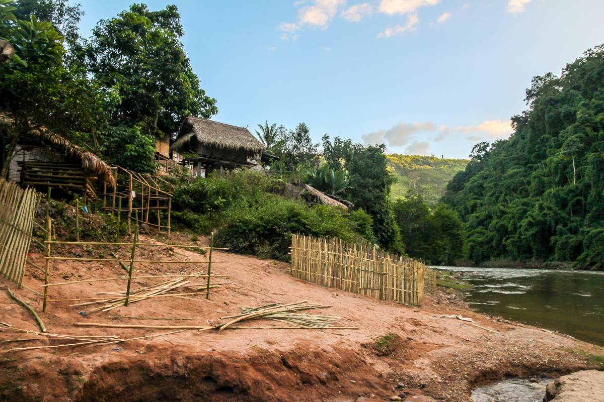 Sopsine Village, de la tribu Khamu