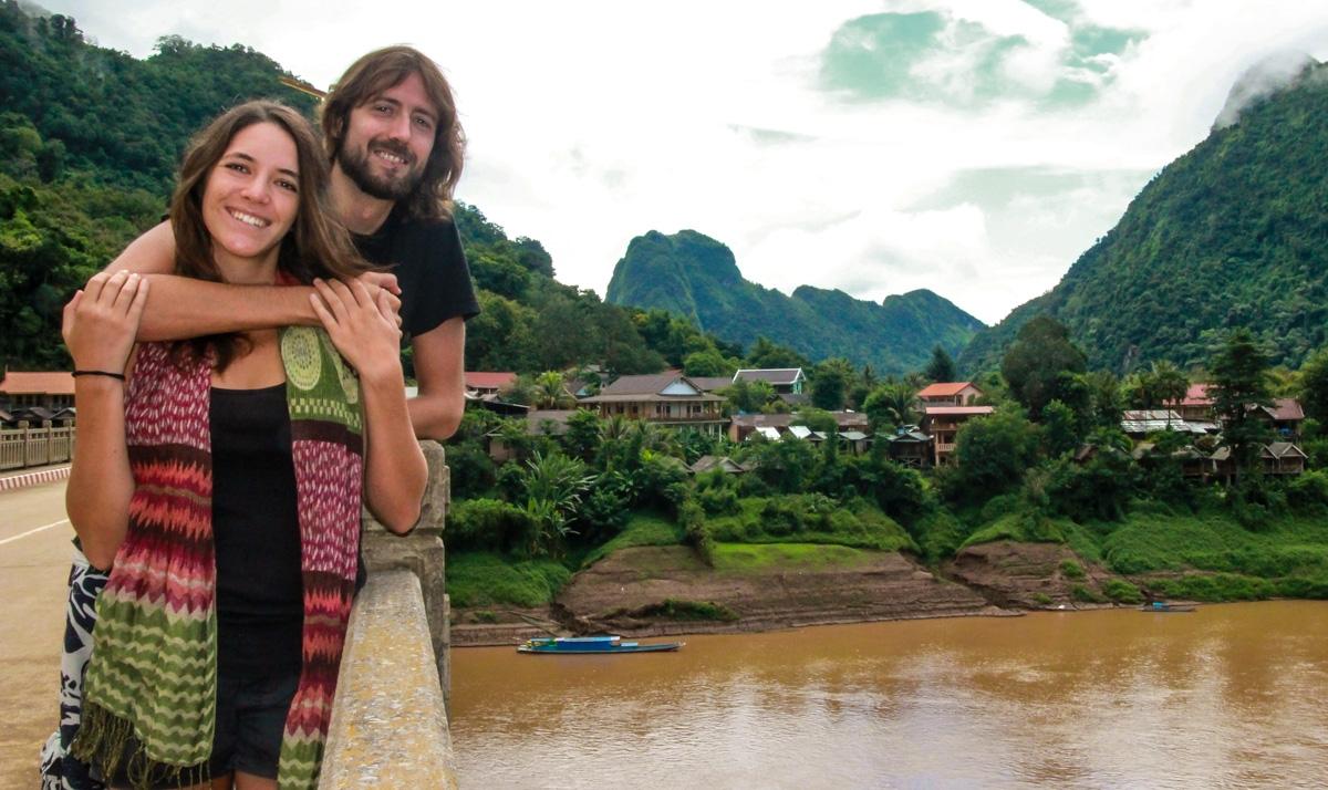 En el puente de Nong Khiaw