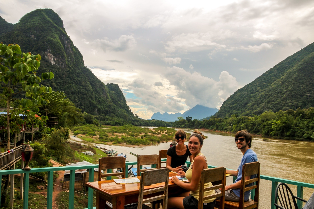 Comiendo a orillas del río, Muang Ngoi