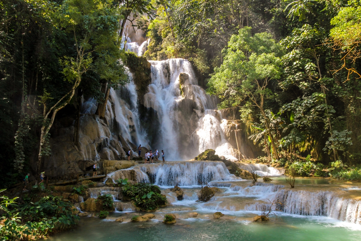 El gran salto de agua en Kuang Si